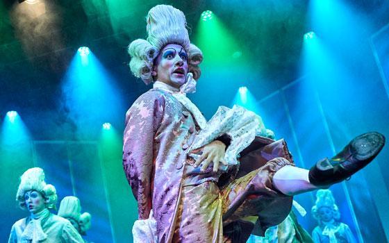 """Kevan Soliman som Ernzt i Eventyrteatrets musical """"Den magiske maske"""" 2018 - foto: Ole Mortensen"""