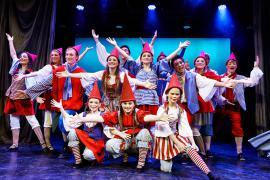 Foto fra Eventyrteatrets julemusical 2014 Julens Vogtere i Glassalen i Tivoli