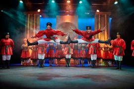 Foto fra Fugl Fønix musical teater spillet i Glassalen i Tivoli - russerdans