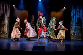"""Billede fa Eventyrteatrets julemusical """"Et Juleeventyr"""", Glassalen december 2016"""