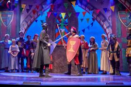 Fra Eventyrteatrets familiemusical Skovens Dronning, oktober 2019, Glassalen i Tivoli - Fægtekamp - teater, børneteater, musical