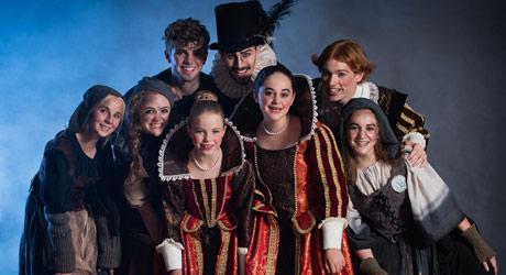 De første kostumer til Eventyrteatrets musical Kongen og Tiggertøsen