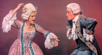 De første kostumer til Eventyrteatrets nye musical Den Magiske Maske