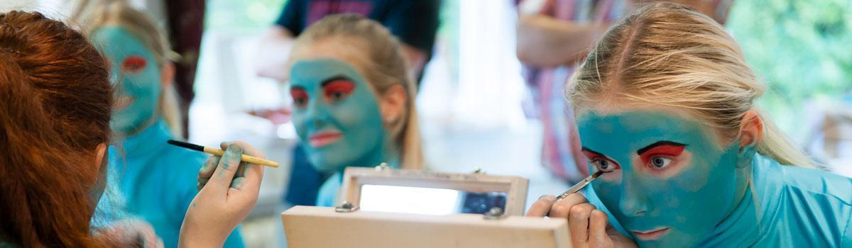 Undervisning på Eventyrteatrets Dramaskole - foto: Hergaard Fotografi