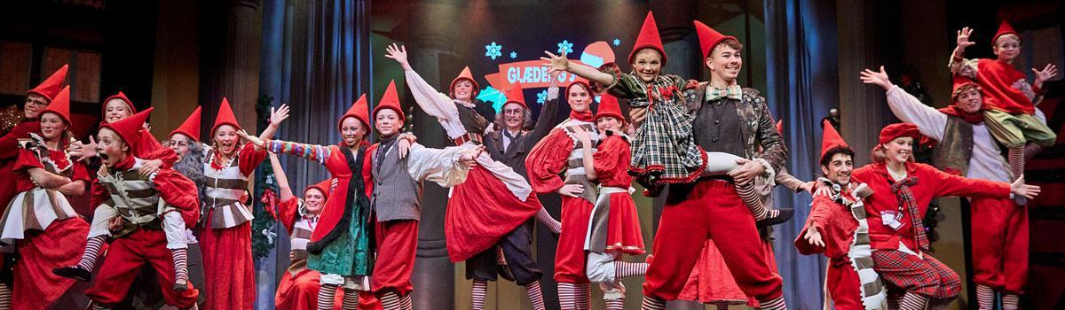 """Scenebilleder fra Eventyrteatrets musical """"Julekortet"""""""